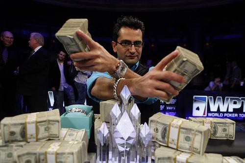 dünyanın en iyi poker oyuncularından Antonio Esfandiari